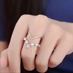 Elegant adjustable ring